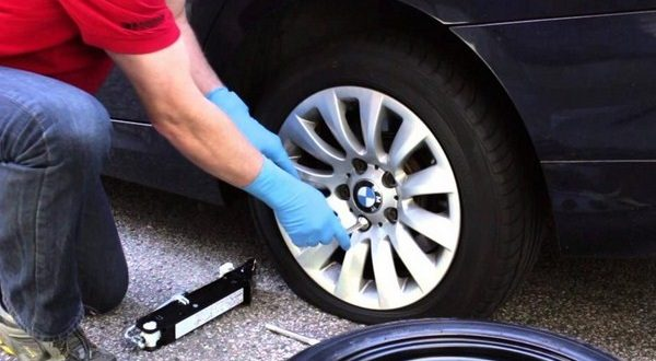 Cứu hộ lốp xe hơi ở nhà