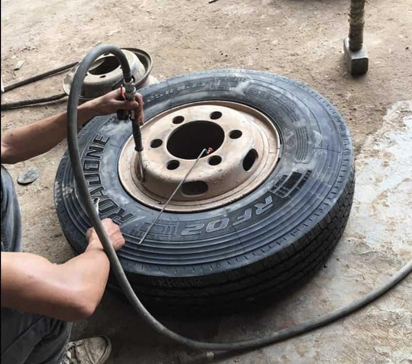 Vá lốp lưu động cao tốc Trung Lương